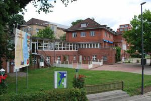 Seit 1911 sind die Ruderer der Akademischen Turnverbindung Ditmarsia Kiel (ATV) Mieter der Bootshalle unterhalb der Seeburg. Zum 1. April haben sie jetzt die Kündigung erhalten. Foto JR